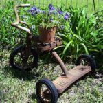 Awesome outdoor junk garden to reuse your old stuff 16
