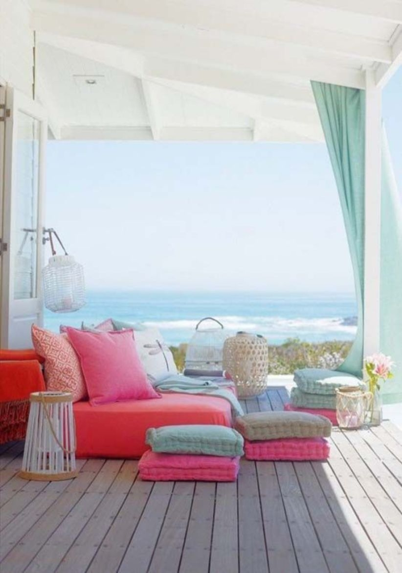 Relaxing outdoor living spaces that feel inviting
