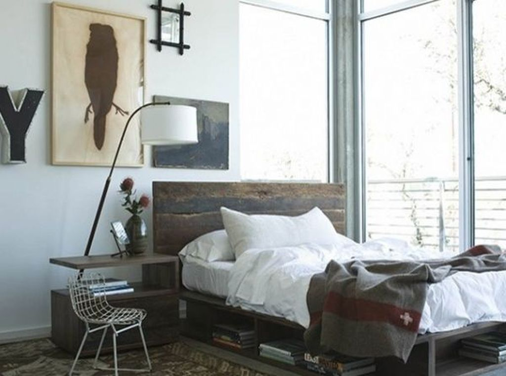 Rustic small bedroom design with bookshelf under wooden bed to organize your bedroom design to be more neat