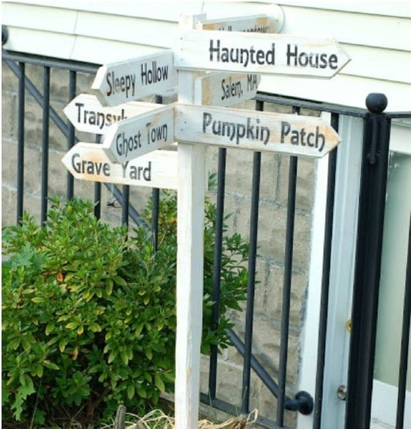 Simple sign a wooden pallet sentence board in white for outdoor decoration