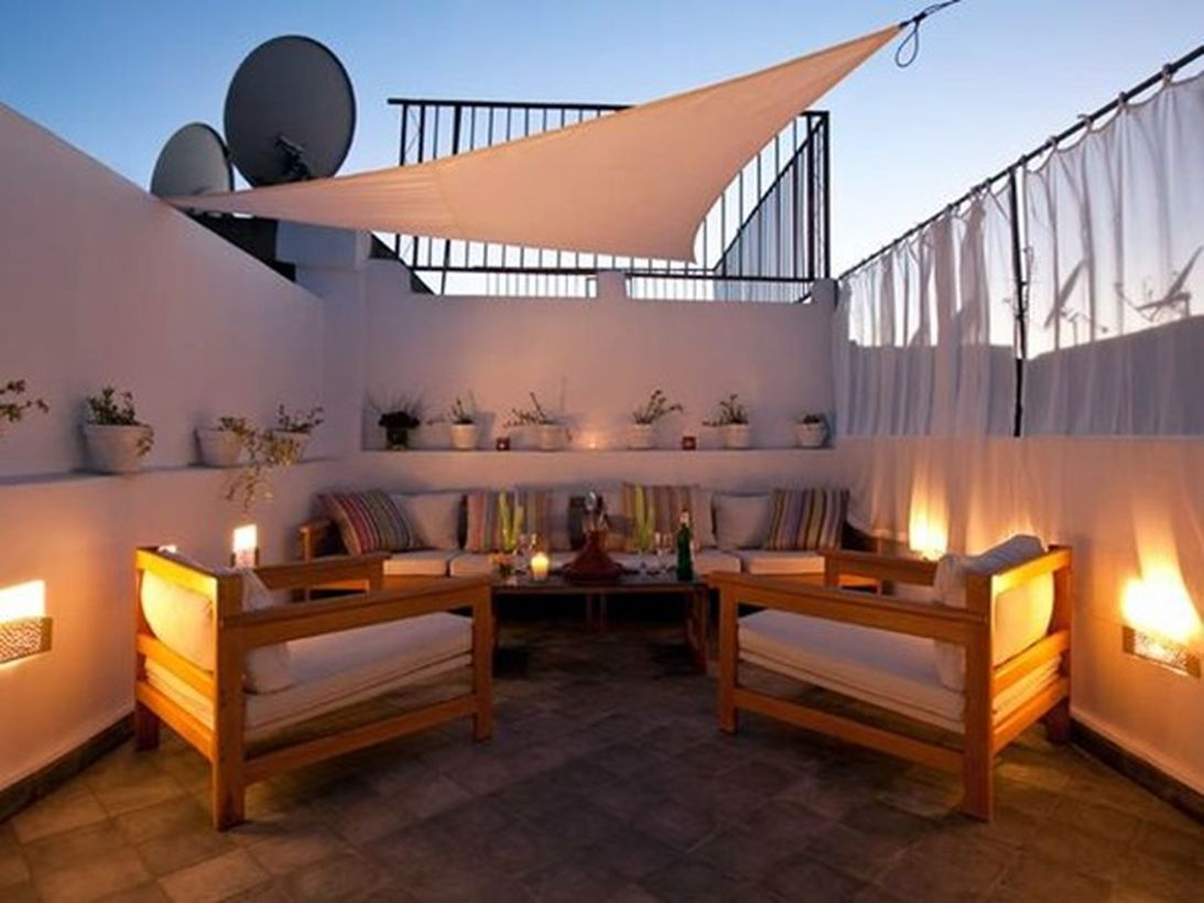 Light ideas on the white wall decoration