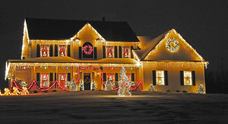 Dazzling-outdoor-christmas-lights