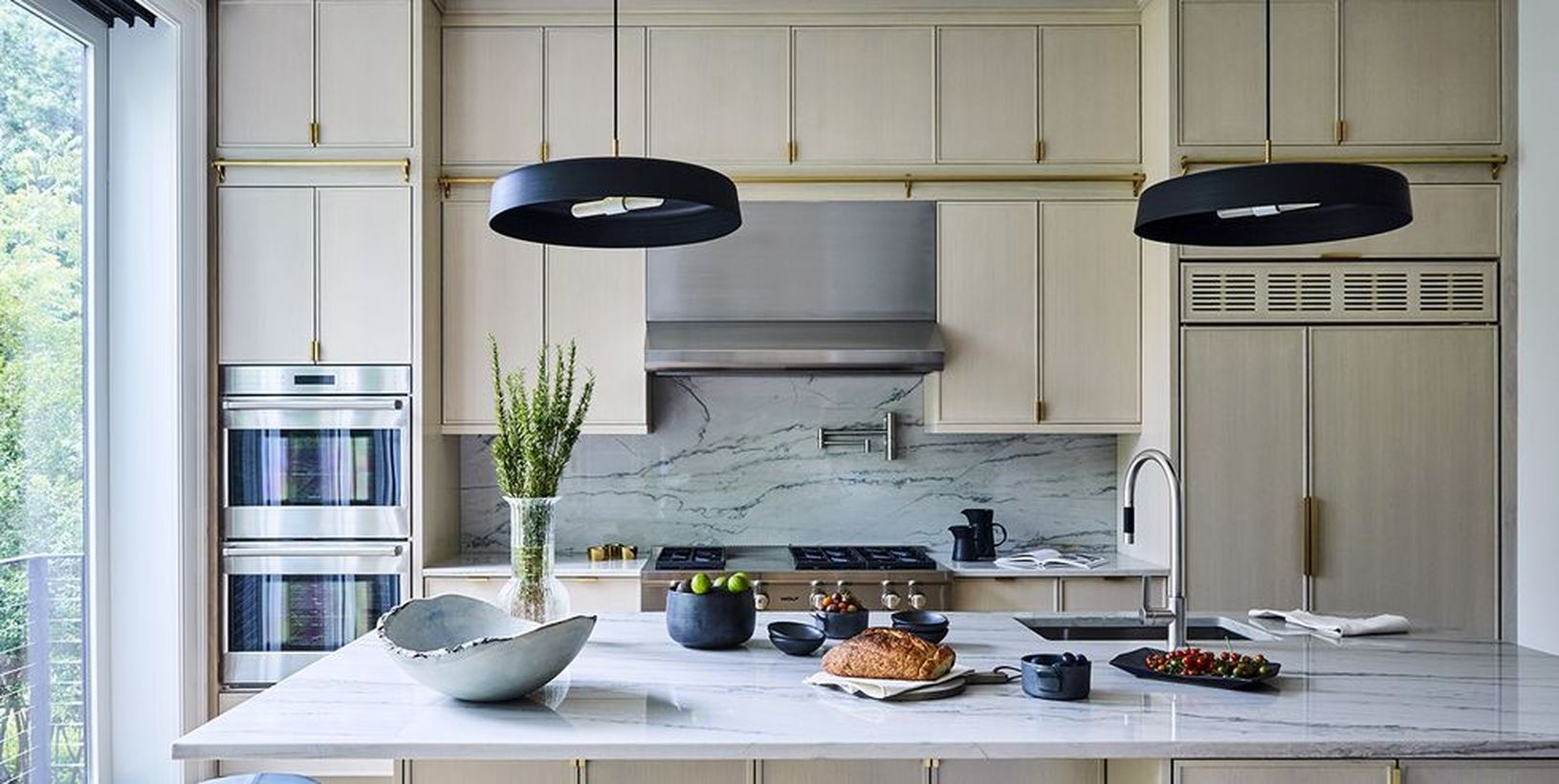 1circular-pendant-lights-from-lambert-fils-provide-contrast-and-bring-out-streaks-of-black-in-the-marble-countertops