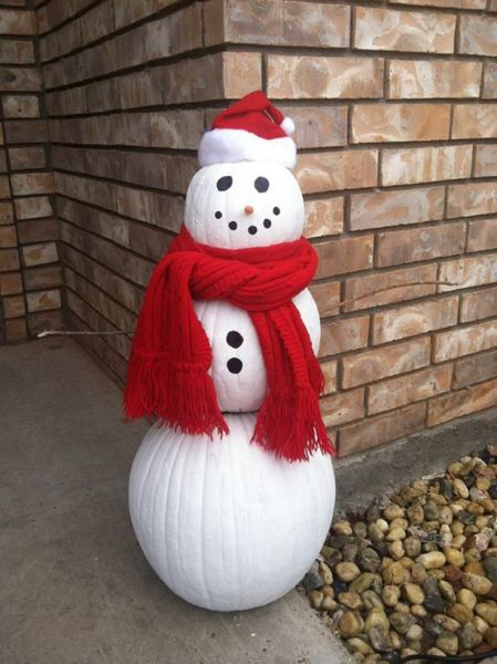 Amazing-pumpkin-outdoor-decoration-snowman-with-snowman-of-big-pumpkins-paints-a-scarf-and-a-beanie.