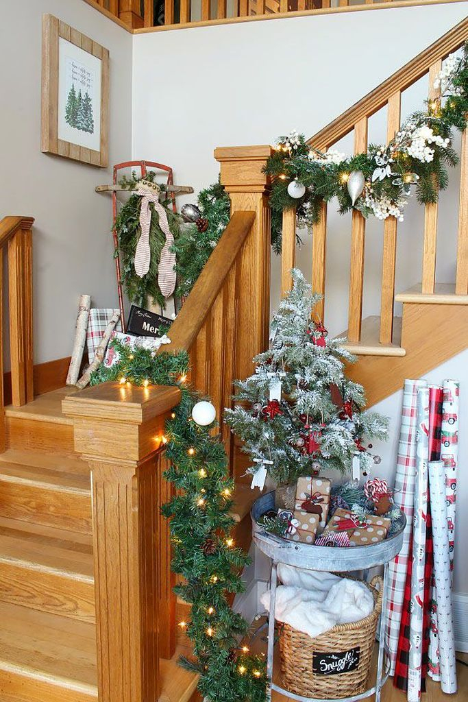 Christmas-decorations-for-stairs-items