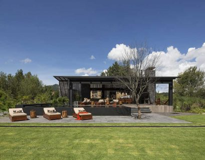 Dark grey house in modern construction of purified lines with rustic touches